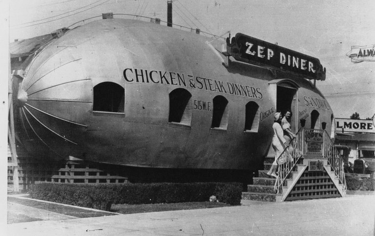 Acmé, Restaurant stylisé en dirigeable à Los Angeles, 1933, BnF/Gallica
