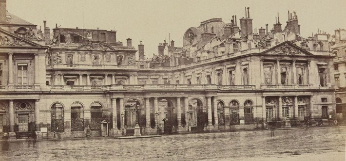 Palais royal incendié pendant la Commune, 1871